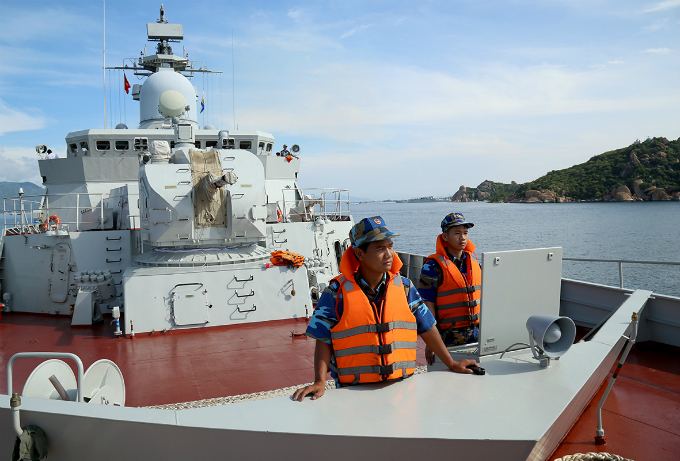 Vietnamese crew on missile defense vessel Tran Hung Dao. Photo courtesy of Bao Hai Quan.