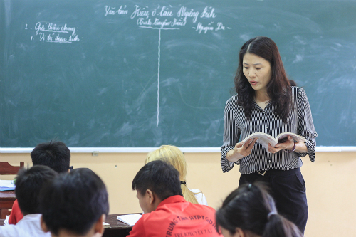 Ai Van in one of her classes. Photo by Duong Tam