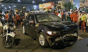 One dead, dozens injured as Saigon drunk driver crashes car into motorbikes
