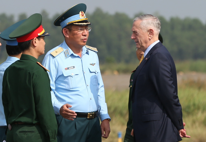 US Defense Secretary Mattis, right, visited Bien Hoa airport on October 17. Photo by Phuoc Tuan.