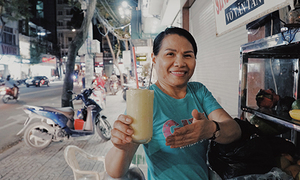 Give it in writing: no spoken word at Saigon smoothie stall