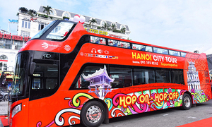 Hanoi double-decker buses unable to shift to high gear