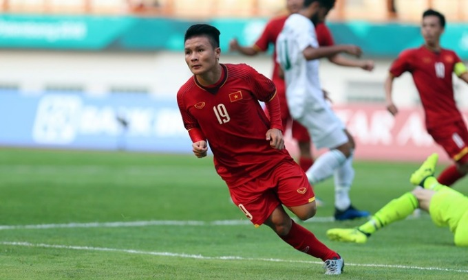 Quang Hai in a match during the Asian Games 2018. Photo by VnExpress/Duc Dong