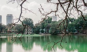 Dos and don'ts for the Hoan Kiem Lake metro station