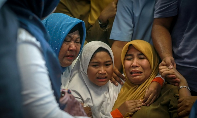 All 189 on board crashed Indonesian jet feared dead