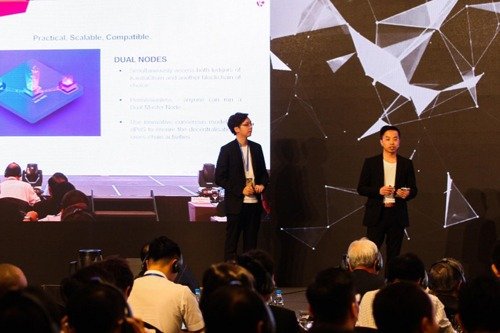 Hung Nguyen, KardiaChains Chairman (left) and CEO Tri Pham (right) presenting KardiaChains innovative technologies at CDAD 2018