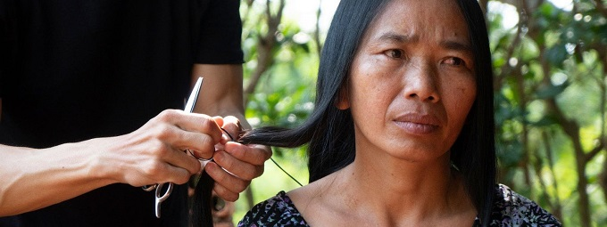 A Vietnamese woman named Nguyen Thi Thuy in the series about hair extensions of Refinery29.