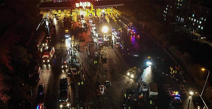 15 killed as truck hits 31-car lineup in China