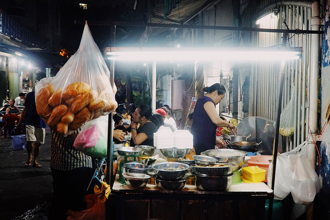 The kindergarten food stall witnesses Saigons love for snail for 18 years