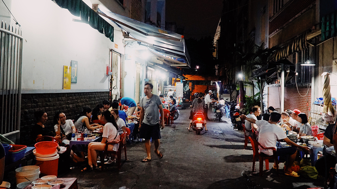 The kindergarten food stall witnesses Saigons love for snail for 18 years - 11