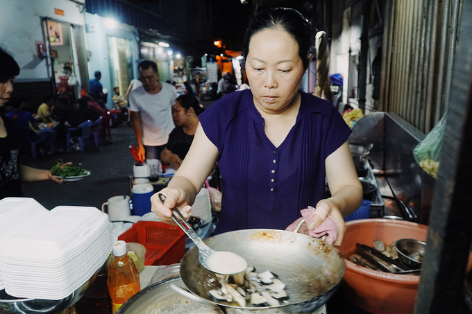 The kindergarten food stall witnesses Saigons love for snail for 18 years - 1