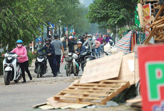 Near downtown Hanoi, residents take their bikes for a walk - 7