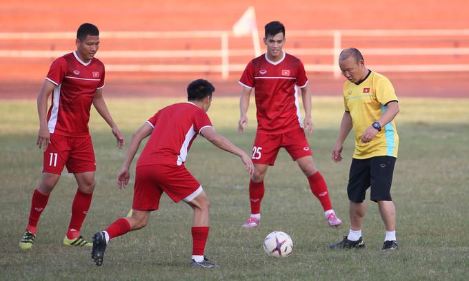 Vietnam firm favorites in AFF Cup opener against Laos