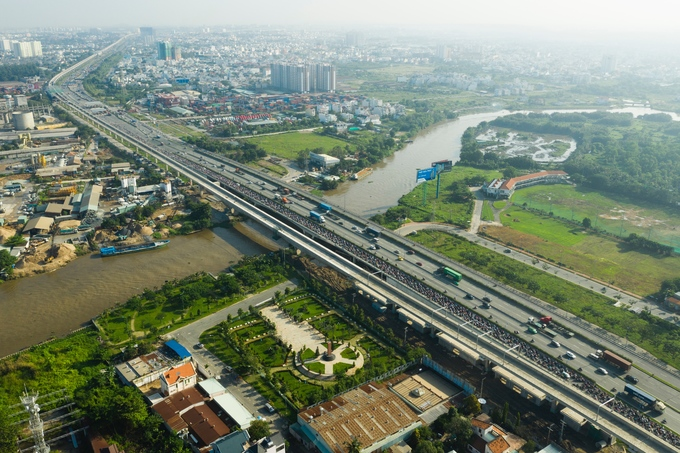 Six years on, Saigons first metro line nowhere near completion - 1