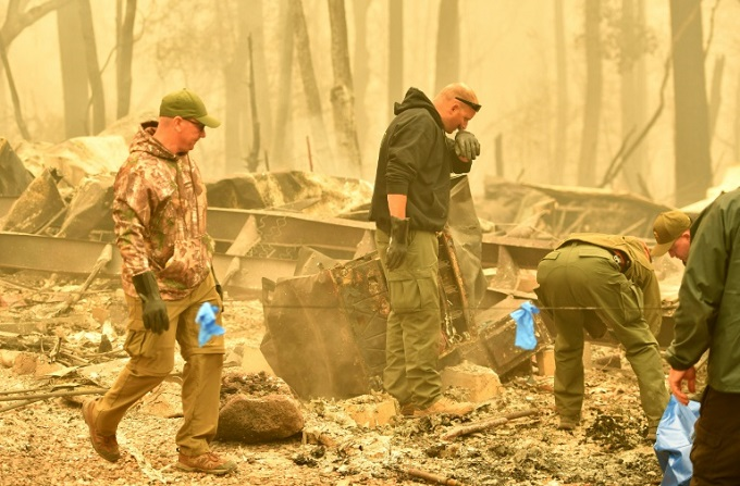 Sheriff department deputies in the town of Paradise, California have been recovering bodies in the smoldering rubble of homes devastated by the Camp Fire. Photo by AFP