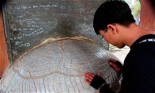 Vandals destroy relics, national treasures in Hue