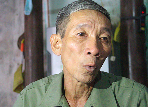Binh recalls memories in his talks with relatives, friends and neighbors. Photo by VnExpress/Duc Hung