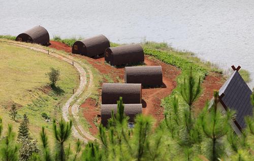 Vietnam to demolish 19 lakeside homes violating heritage law