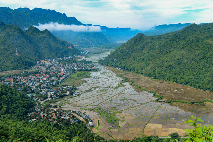The beautiful landscape of Mai Chau Valley in Hoa Binh Province. Photo by Shutterstock/Minhhue