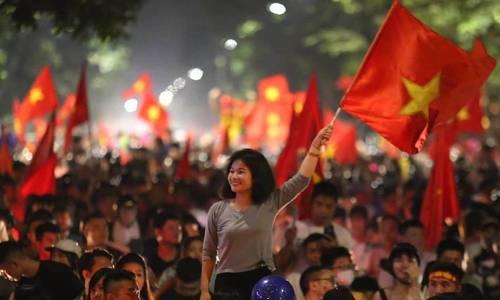 Football fans hit Hanoi streets after Vietnam beats Malaysia