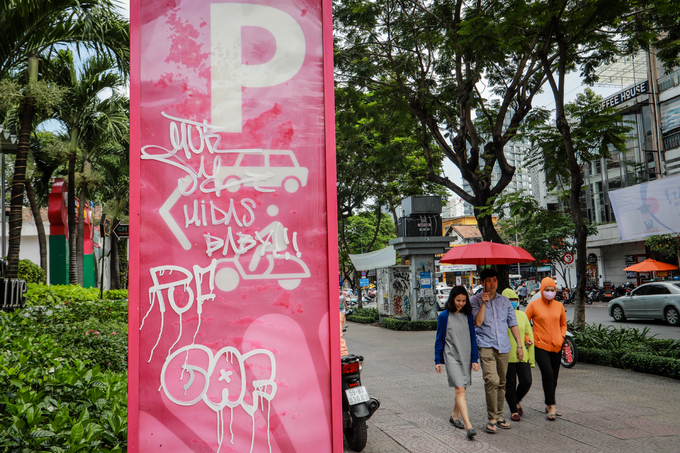 Saigon streets suffer graffiti damage - 10