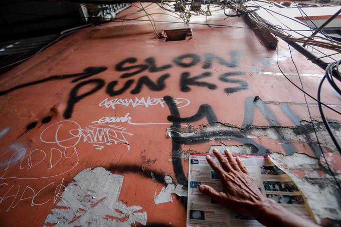 Saigon streets suffer graffiti damage - 2