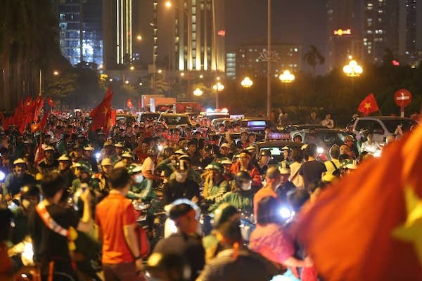 Fans light up the night after Vietnams victory against Malaysia - 1