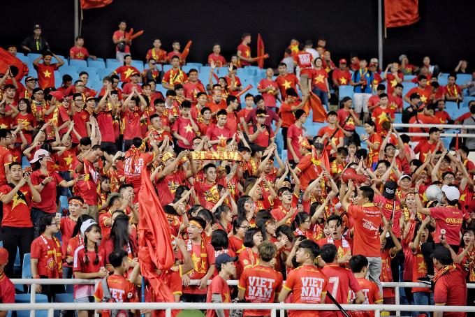 Hanoi heats up for Vietnam vs Malaysia football match - 5