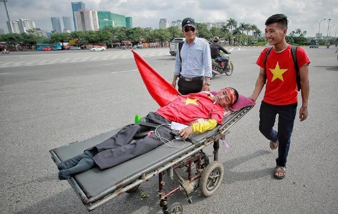 Hanoi heats up for Vietnam vs Malaysia football match - 2