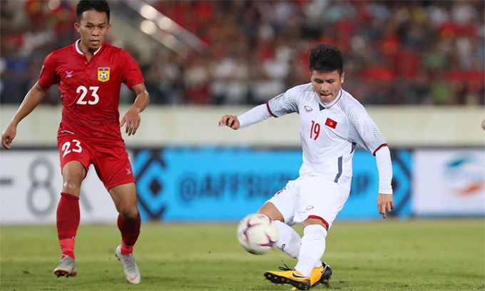 Nguyen Quang Hai in the match against Laos. Photo by VnExpress/Lam Dong
