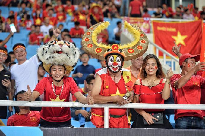 Hanoi heats up for Vietnam vs Malaysia football match - 4