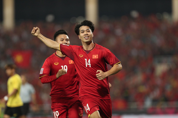 Nguyen Cong Phuong celebrates after scoring the first goal for Vietnam. Photo by VnExpress/Giang Huy