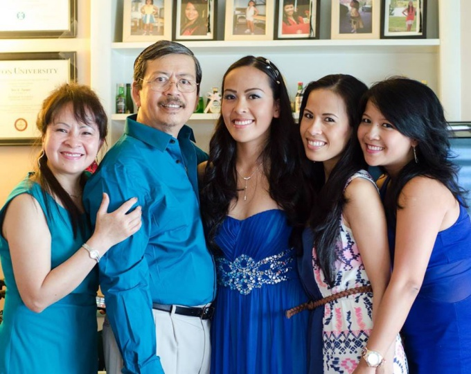 Tram Nguyen, left, and her parents and sisters. Photo: Facebook.