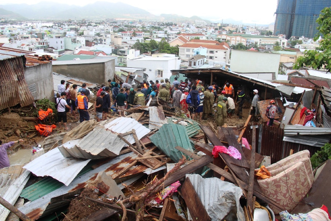 Vietnams popular beach town left in a mess after heavy rains, landslides kill 12   - 4