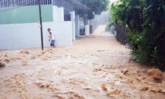 Vietnams popular beach town left in a mess after heavy rains, landslides kill 12