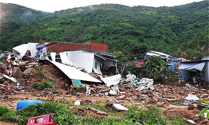 Vietnams popular beach town left in a mess after heavy rains, landslides kill 12   - 8