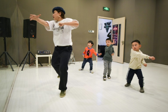 Young parents view street dance classes as a cure for introversion. Photo by AFP/Wang Zhao