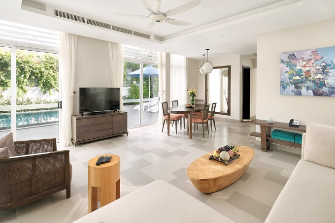 Each villa offers the family a private swimming pool, a fully-modern equipped kitchen while Ocean Access and Beach Front Villa have additionally its own garden. The resort indeed offers Kids Club and other recreational beach activities for family.