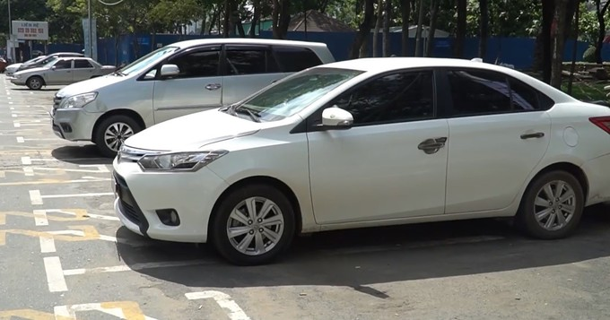 HCMC public disgruntled with parking fee hikes, skeptical it can ease traffic woes