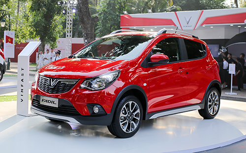 Vietnam's first domestic car maker presents models, prices