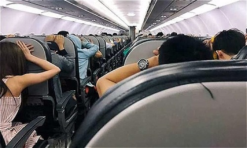 Passengers terrified as Vietnamese carrier makes emergency landing