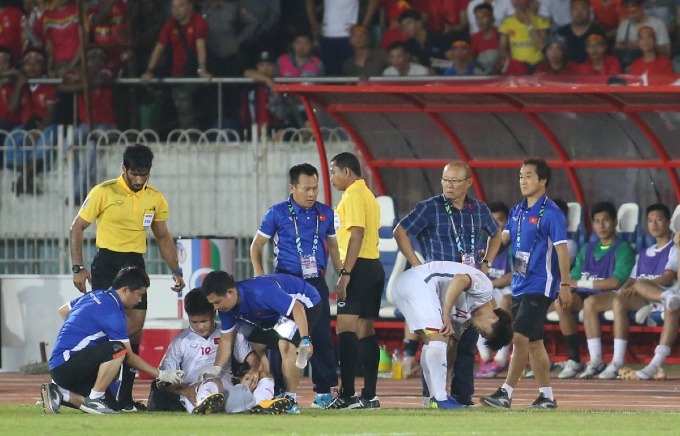 Aggrieved fans, coach slam refereeing mistakes in Vietnam-Myanmar match - 5