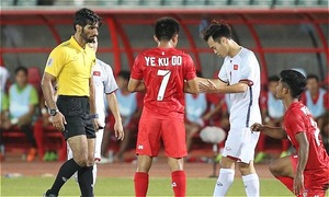 Aggrieved fans, coach slam refereeing mistakes in Vietnam-Myanmar match
