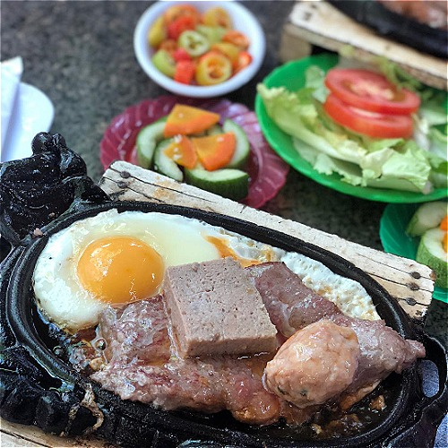 Top three Saigon dishes that sizzle in a pan - 2