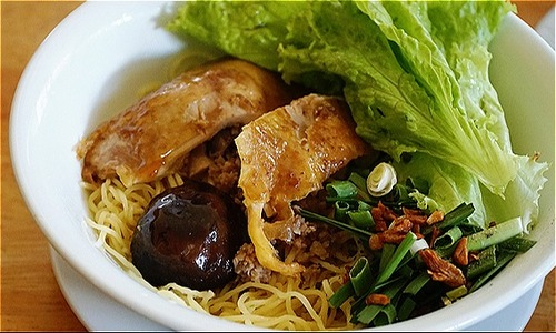 Saigon restaurant serves own Chinese noodles invention for 30 years