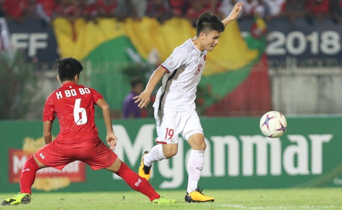 Nguyen Quang Hai in the game with Myanmar on November 20. Photo by VnExpress/Duc Dong