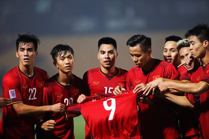 Vietnam give emotional shout out to injured teammate during Cambodia win - 1