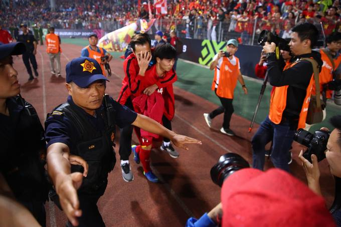 Vietnam give emotional shout out to injured teammate during Cambodia win - 6