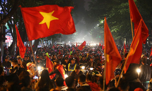 Fans in thrall as Vietnam qualifies for AFF Cup semifinals
