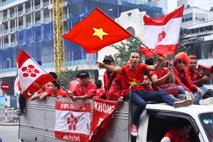 Football fans parade as Vietnam meet Cambodia on home ground - 2
